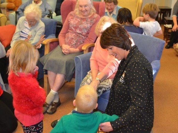 Little Owls Day Nursery Norfolk Visit To Ekling Grange Care Home (2)