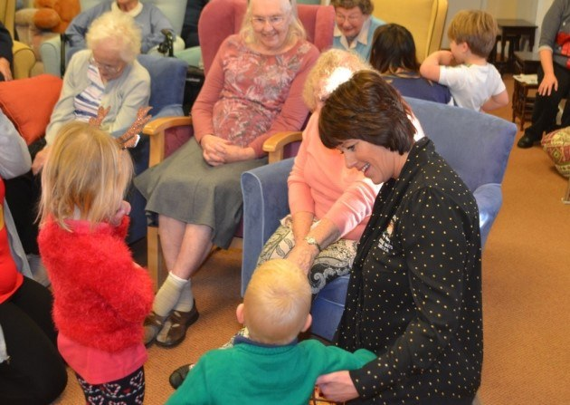 Little Owls Day Nursery Norfolk Visit To Ekling Grange Care Home (2)