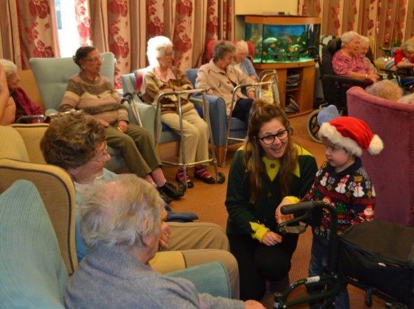 Little Owls Day Nursery Norfolk Visit To Ekling Grange Care Home (3)