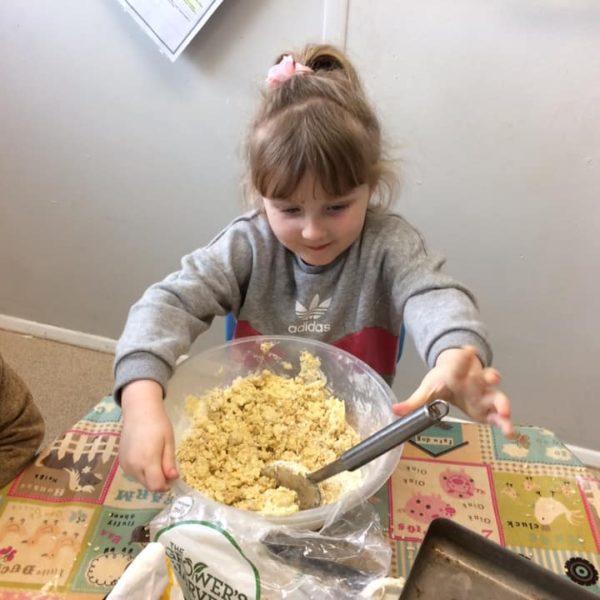 Healthy Baking At Little Owls Day Nursery Near Norwich (12)