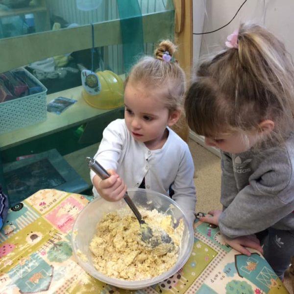 Healthy Baking At Little Owls Day Nursery Near Norwich (8)