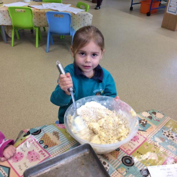 Healthy Baking At Little Owls Day Nursery Near Norwich (9)