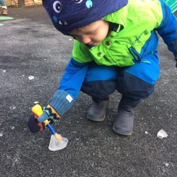 Icy Cold Weather At Litle Owls Day Nursery Toftwood Near Norwich (2)