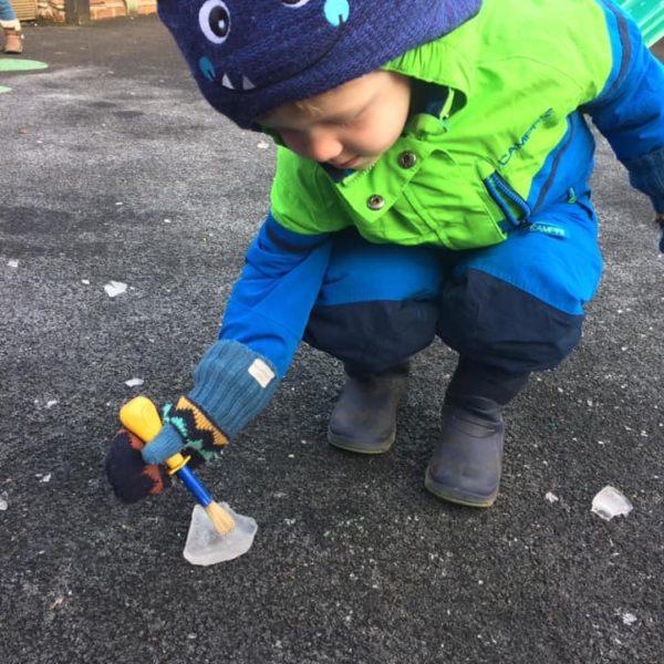 Icy Cold Weather At Litle Owls Day Nursery Toftwood Near Norwich (6)