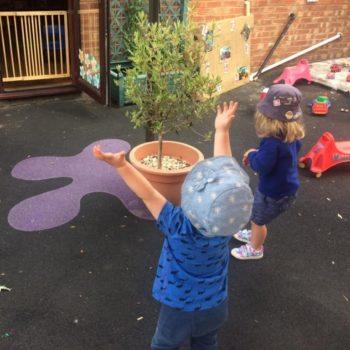 Playing With Bubbles Little Owls Day Nursery Near Kingslynn (3)
