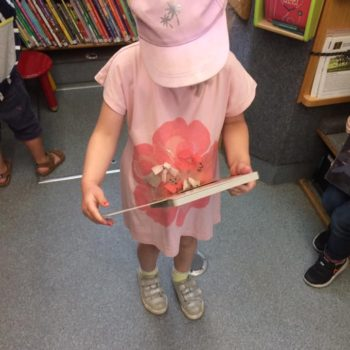 Little Owls Visit To The Library Bus (7)