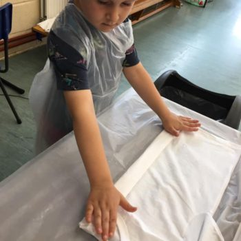 Tie Dying At Hoots Holiday Club In Norfolk (14)