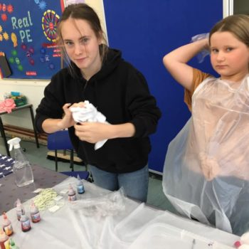 Tie Dying At Hoots Holiday Club In Norfolk (18)