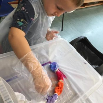 Tie Dying At Hoots Holiday Club In Norfolk (4)