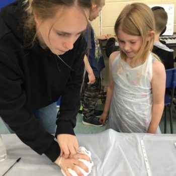 Tie Dying At Hoots Holiday Club In Norfolk (8)